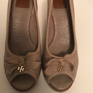 Tory Burch Jackie II wedges in size 8.5. Like new.